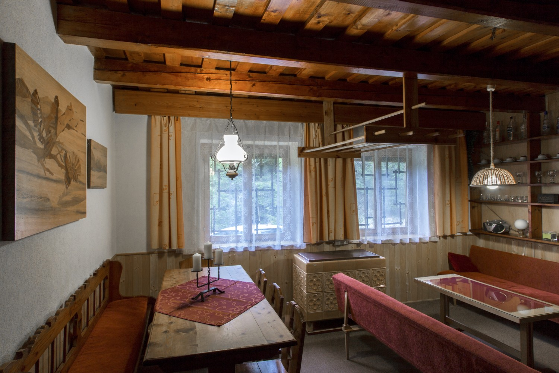 Chata 528 - jídelní stůl / Cottage 528 - dinning room