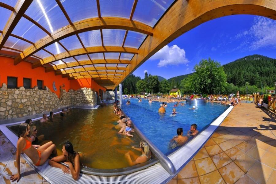 Kůpele Lůčky - bazény 28-38°, wellness, dětské atrakce / thermal spa (30 km)