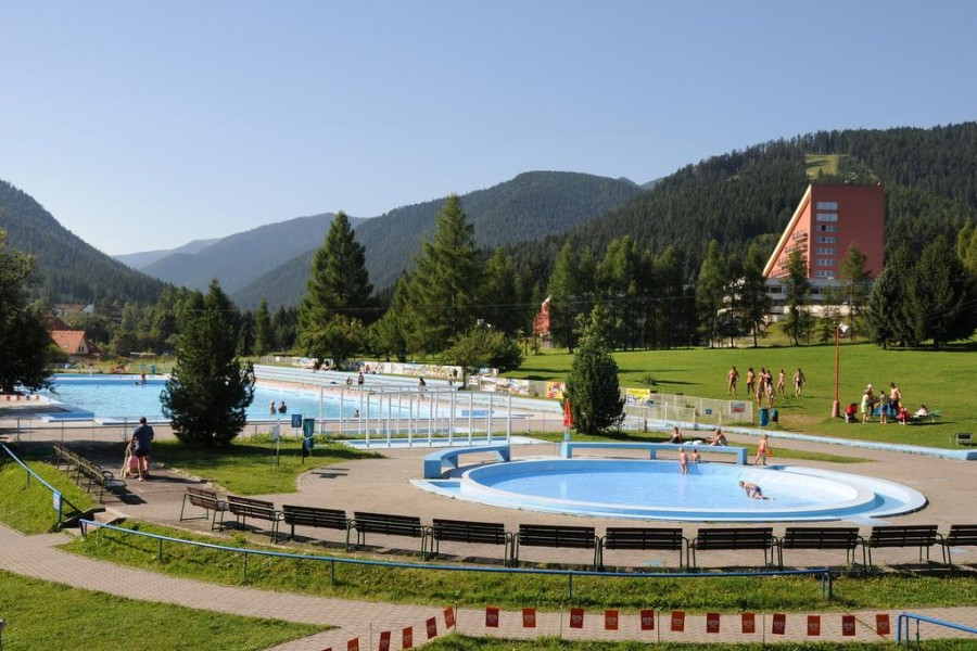 Liptovský Ján - termální koupaliště, voda 27° / outdoor thermal swimming pools (8 km)