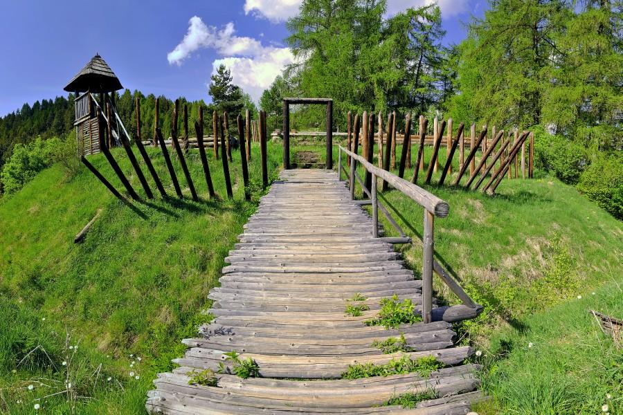 Havránok - druidské hradiště / open-air museum (20 km)