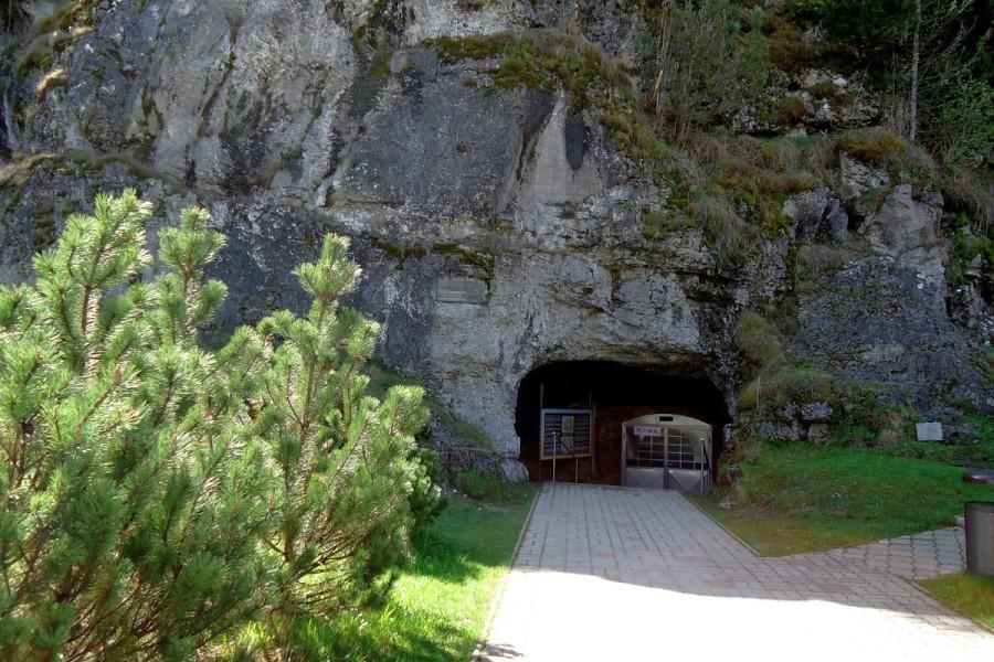 Važecká Jaskyňa - s kostmi jeskynních medvědů / cave (15km)