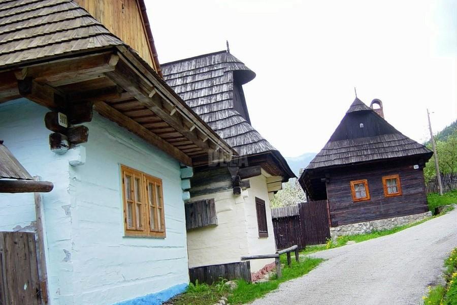 Vlkolínec - skanzenová horská vesnička / open-air museum (50 km)