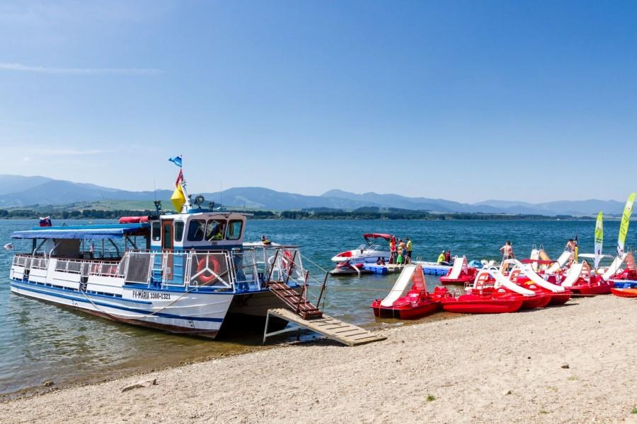 Liptovská Mara - okružní plavba lodí, pláž, půjčovna / cruise ship, beach, rental (15 km)